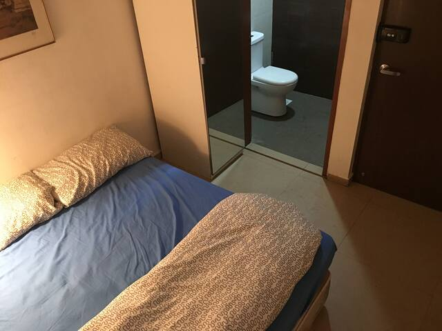 Room with Bathroom and queen bed 815 - Singapura - Casa