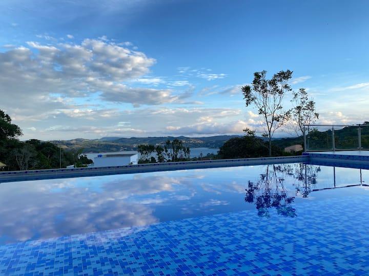 Casa de 7 HAB en Lago Calima con Piscina y Jacuzzi