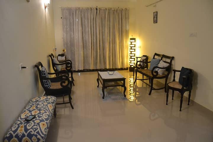Apartment with vintage  furniture near Varca Beach