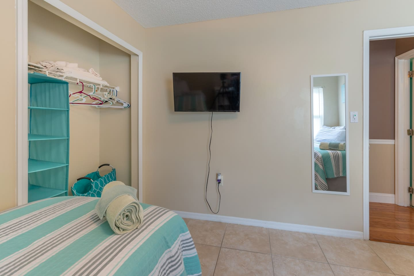 """Room #2 - 40"""" Roku TV with Netflix, Prime TV and all other smart Apps for your choosing."""