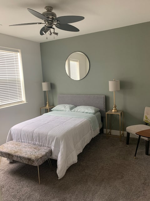 New Private Bed, Bath & Patio - Mins from DT & SMF