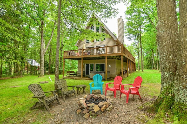 DOGS WELCOME! Lake Access Home w/Dock Slip, Hot Tub, Pool Table, & Fire Pit!