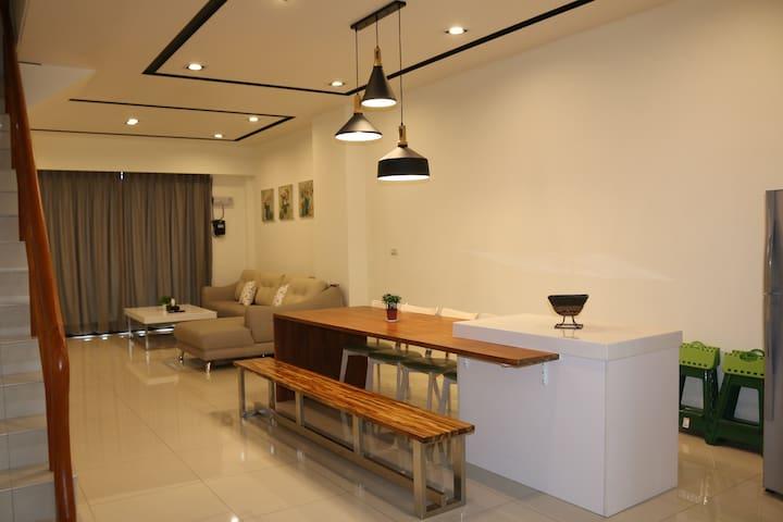 宜蘭市區包棟別墅(全新)5間房 共7個雙人床 適 好友或家族旅遊