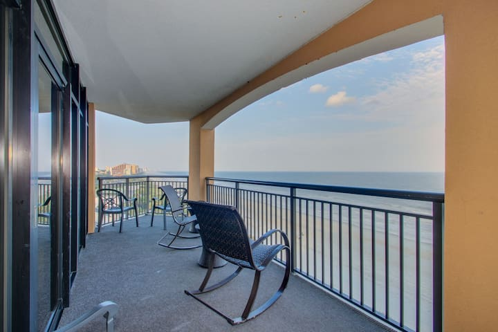 Direct Oceanfront Three Bedroom Corner Condo at The Island