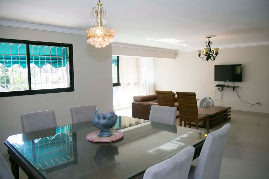 Dining room / Living room with tv satellital and netflix