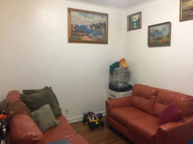 NYC, NEAR LAGUARDIA AIRPORT,RELAX, CONVENIENT,