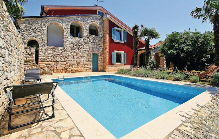 Holiday cottage with 5 bedrooms on 188 m² in Umag