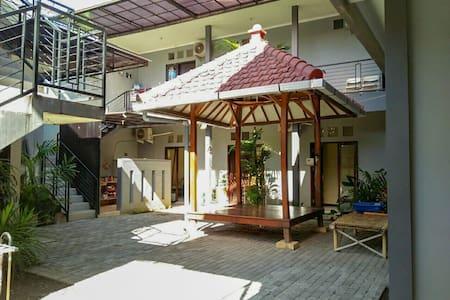 Colorbox House Probolinggo - Bromo Backpacker