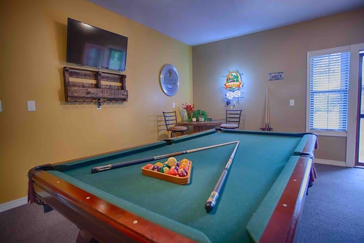 Cabin w/game room!  Between Branson & Springfield