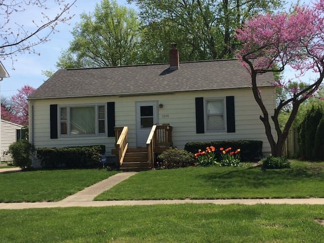 Updated home in Champaign - Champaign - Casa
