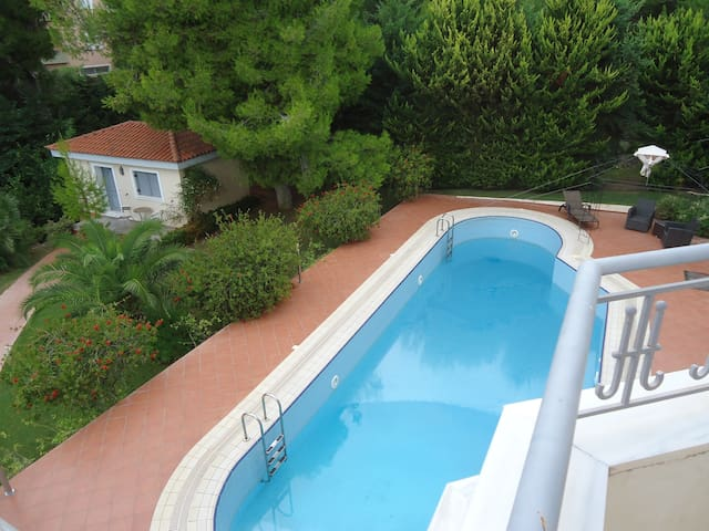 Cozy Guest House with swimming pool - Dioni - Apartment