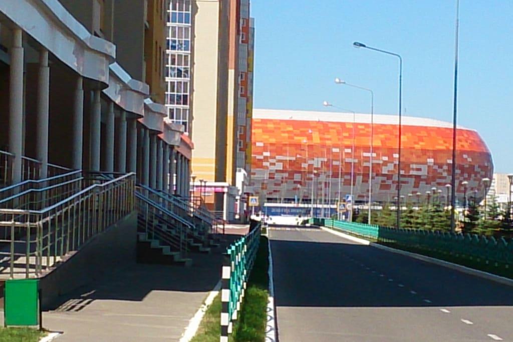Рядом стадион
