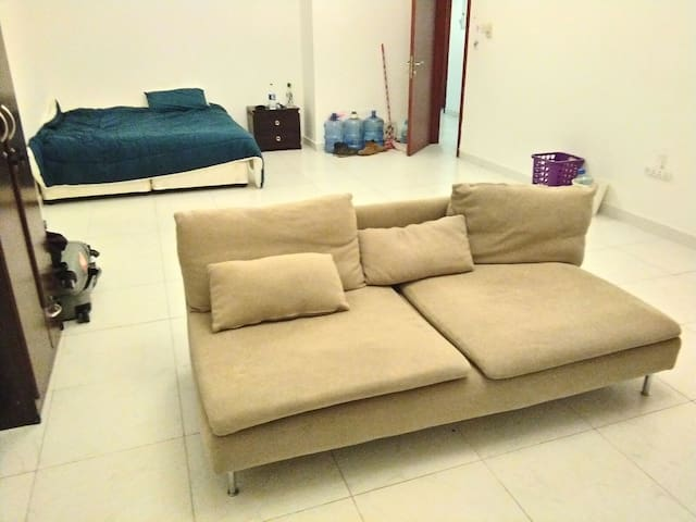 Huge Spacious Room with Queen Bed - Ajman - Apartament