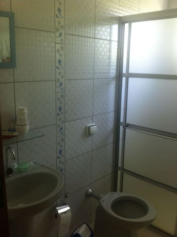 Suite espaçosa e confortável para 2 pessoas - Cunha - Apartament