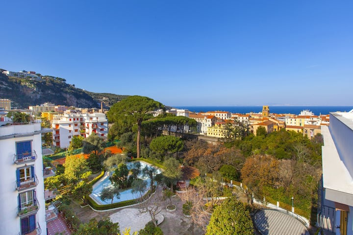 Amore Apartment with Shared Pool, Terraces, Air Conditioning and Garden