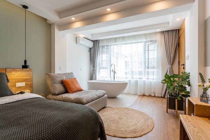 大理芷洱|大理古城|阳光浴缸大床房|品质实木|近叶榆路|免费停车