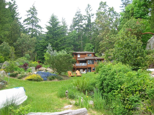Waterfront home on acreage - Halfmoon Bay - House