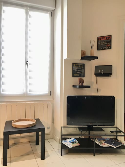 Luminous living room with TV