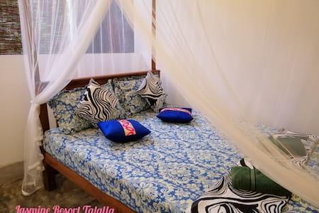 Homely Rooms Near Talalla Beach