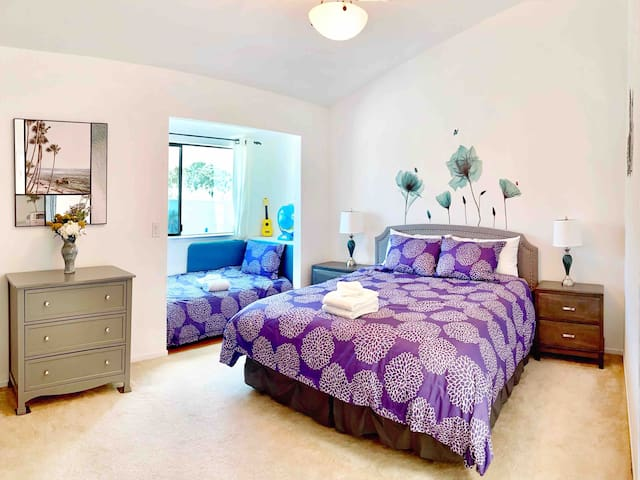2nd bedroom with king bed+ single bed with mountain view