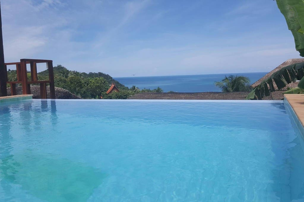 Infinity pool....sea view