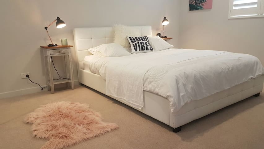 Spacious and welcoming comfy bedroom - Matraville - Apartamento