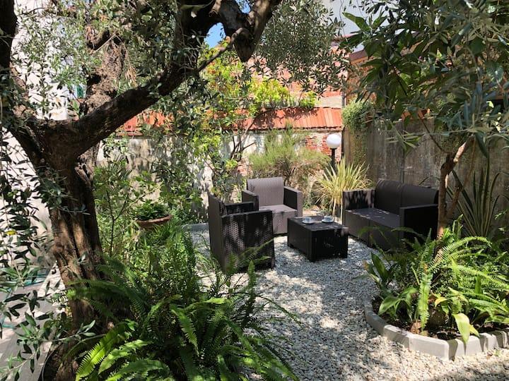 Casa al centro con giardino privato