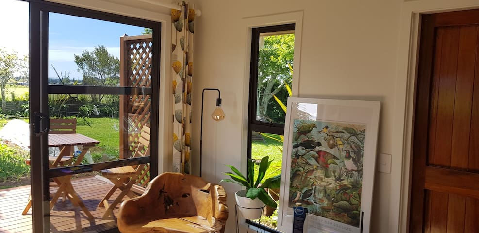 Avocado Cottage, Luxury 5 mins from beach or town!