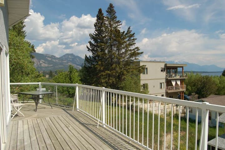 3 bedroom home; walk to town or beach (811) - Invermere - Huis