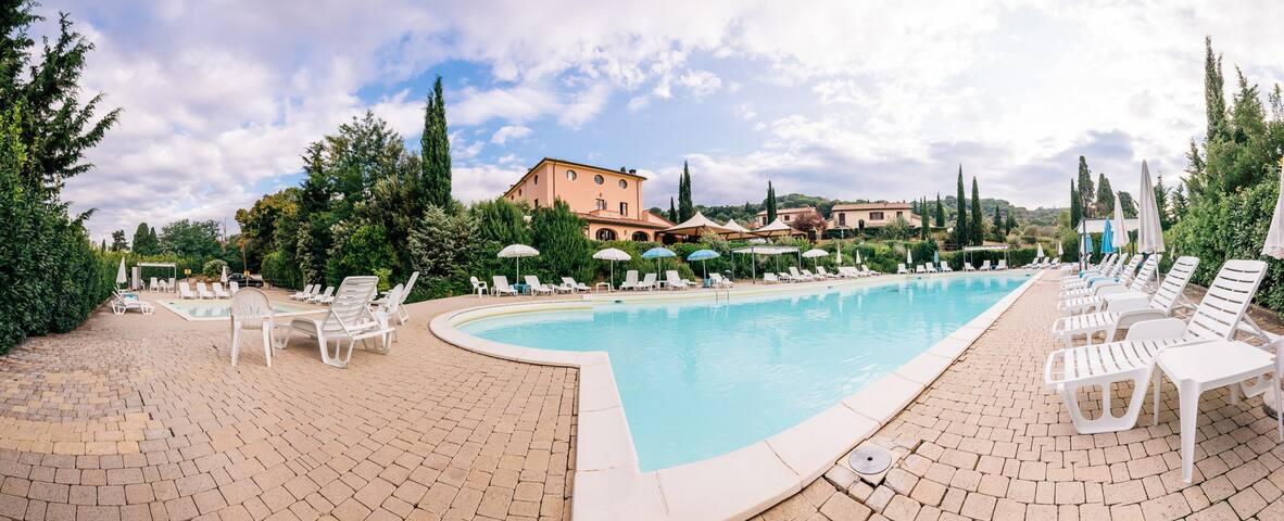 Appartamento nella campagna toscana con piscina
