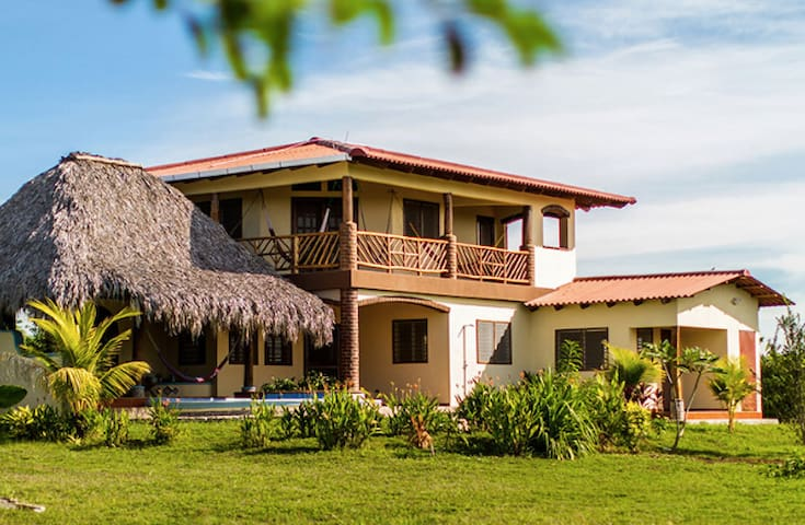 Casa SolNica, Great surf and beaches out front ! - Aserradores - บ้าน