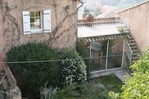 petit gîte avec son jardinet et sa terrasse panoramique