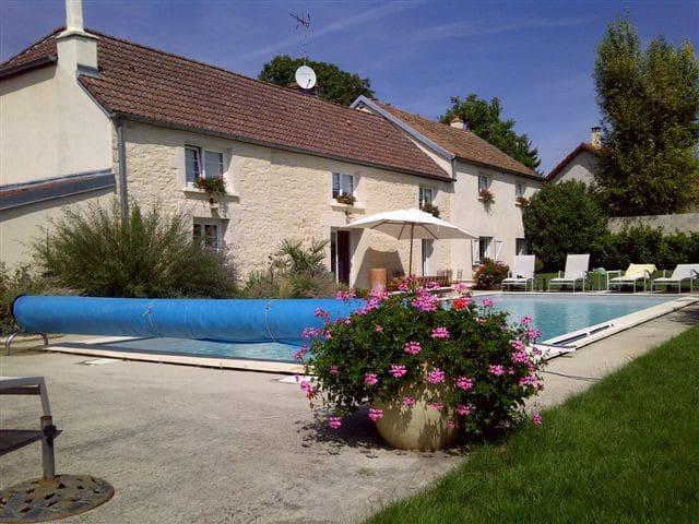 Maison de charme avec piscine belle prestation - Norges-la-Ville - Dům