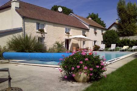 Maison de charme avec piscine belle prestation - Norges-la-Ville - Rumah