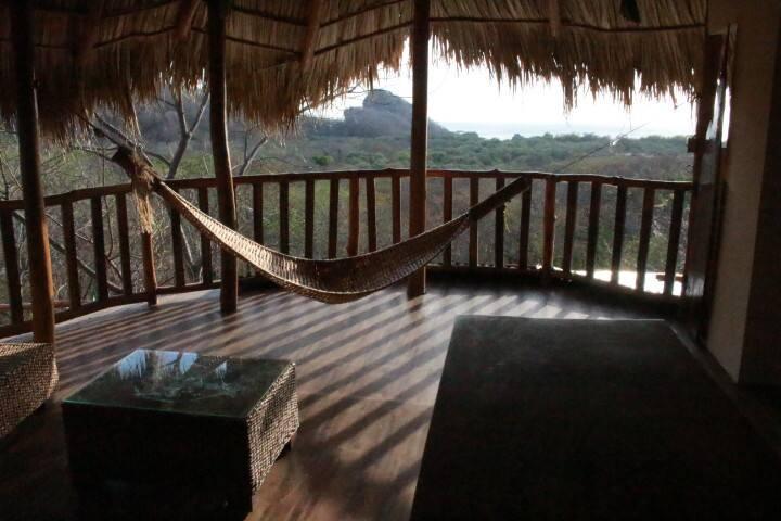 Casa Nacho. Ocean View Retreat - Tola - Casa
