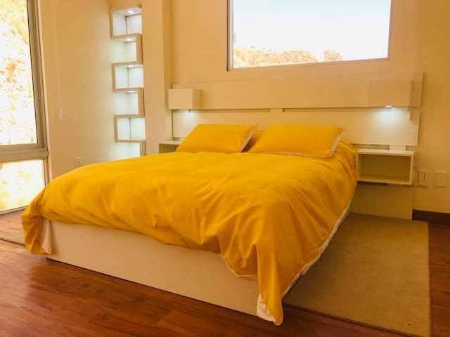 2nd Bedroom with TV. 2do Cuarto con TV.