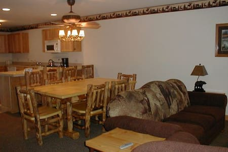 1BR+ of Resort Cabin @ Starved Rock - Utica - Stuga