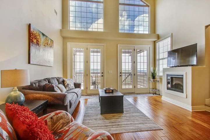 Rare Loft Condo, Convenient to Indoor Pool & SDC