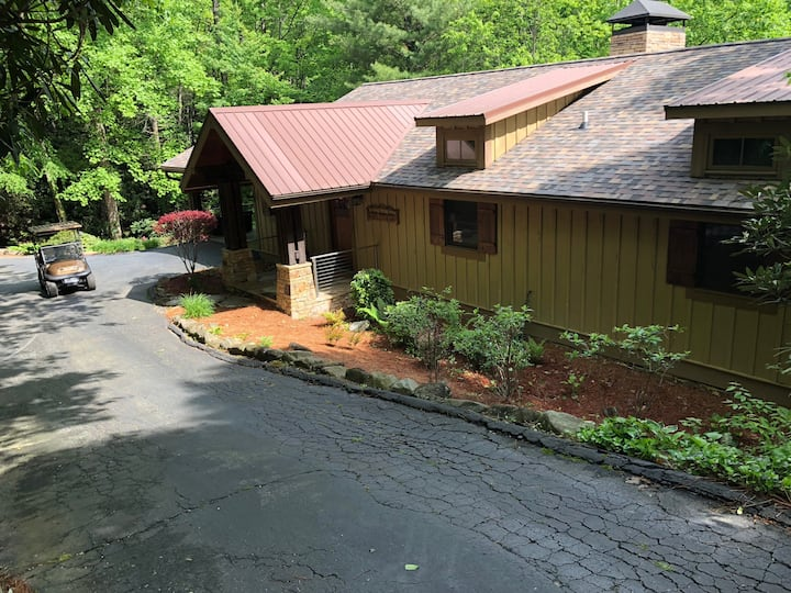 LAKE TOXAWAY-GOLF CART, PADDLEBOARDS INCLUDED