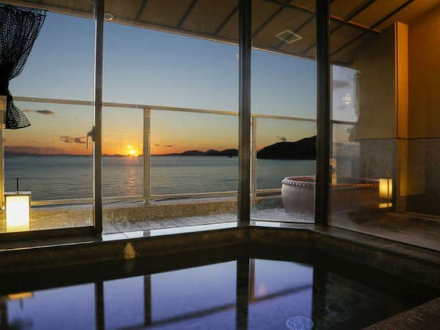 A Relaxing Stay at a Japanese Ryokan facing the Inland Sea, Breakfast and Dinner Included【From 2 pax】(葉月)