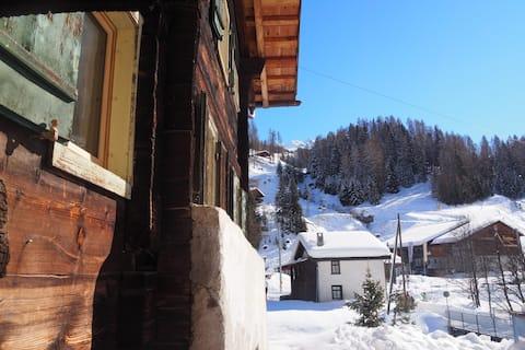 ホリデーホーム「Davos Glaris - am Fusse des Rinerhorn」