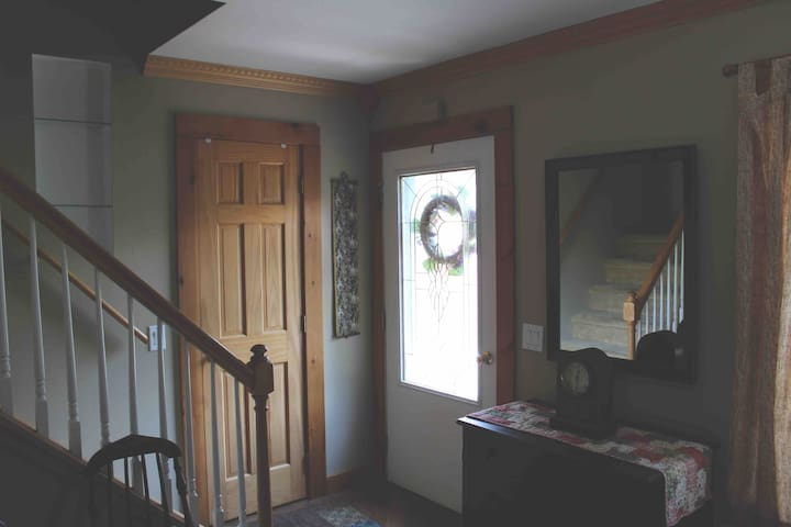 Master suite close to all Saratoga attractions!!