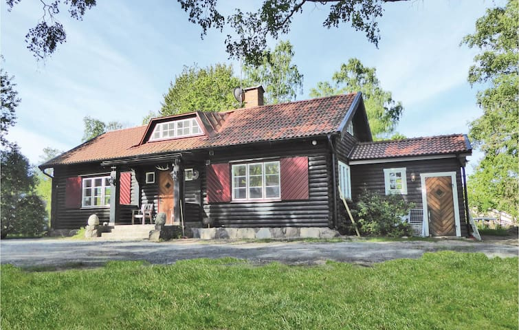 Holiday cottage with 4 bedrooms on 160m² in Kvicksund