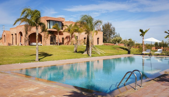 Stunning modern 4-bedroom villa in Marrakesh