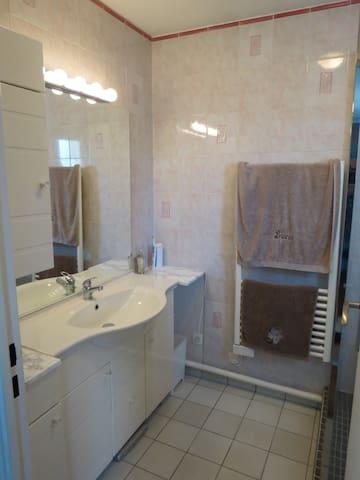Salle de bain privée / Private Bathroom