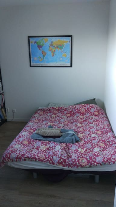 Big comfortable 2-pers bed, towels and sheets provided
