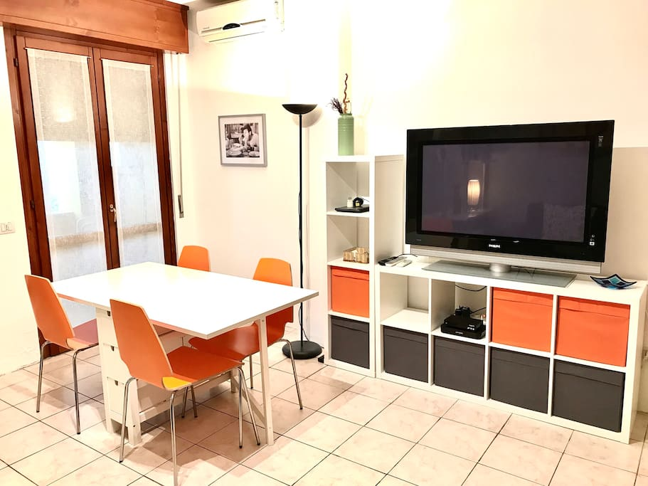 Big satelitar TV and table to enjoy your breakfast, lunch or dinner!