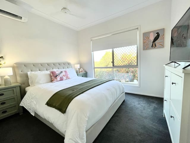 Bedroom 1 Queen bed, Spit System Aircon, Ceiling Fan, Smart TV, Double Robe