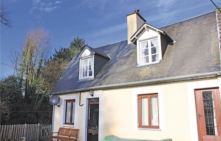 Semi-Detached with 3 bedrooms on 0 m² in Pont d'Ouilly