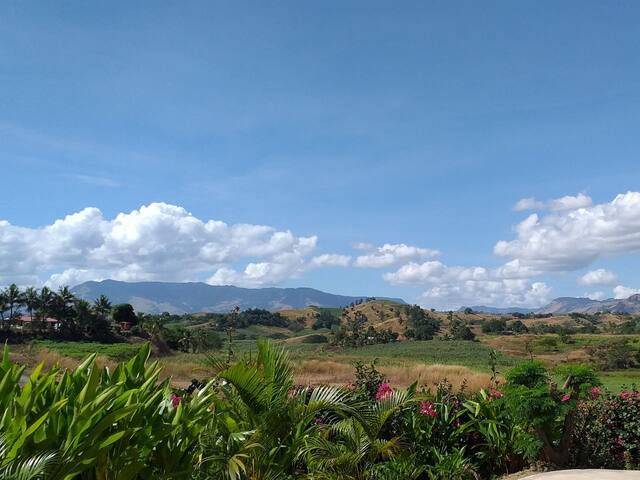 Stunning Mountain Views minutes away from nearby shops, airport and Denarau